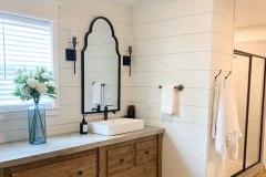 1586951705_Farmhouse-Bathroom-Ideas