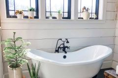 1587125217_Farmhouse-Bathroom-Ideas