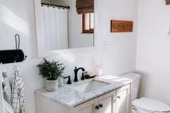 1587299627_Farmhouse-Bathroom-Ideas