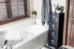 1587776661_Farmhouse-Bathroom-Ideas