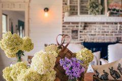 1586907588_Farmhouse-Dining-Room-Ideas