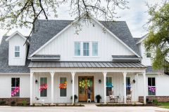 1586819692_Farmhouse-Exterior-Ideas