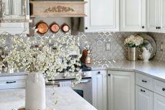 1587168672_Farmhouse-Kitchen-Ideas