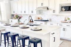1588816906_Farmhouse-Kitchen-Ideas