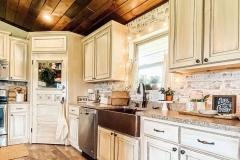 1589726664_Farmhouse-Kitchen-Ideas