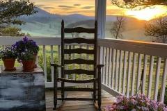 1590246385_Farmhouse-Kitchen-Ideas