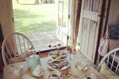 1587688790_Farmhouse-Table-Decor-Ideas