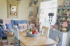 1587775988_Farmhouse-Table-Decor-Ideas