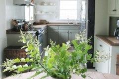 1588599857_Farmhouse-Table-Decor-Ideas
